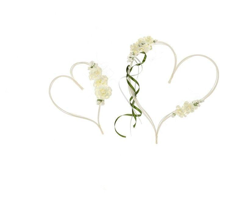 Rattan harten met crème witte bloemen en satijn lint, set 2 stuks